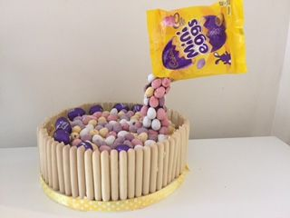 Caroline Makes....: Floating Anti-Gravity Mini Egg White Chocolate and Lemon Cake