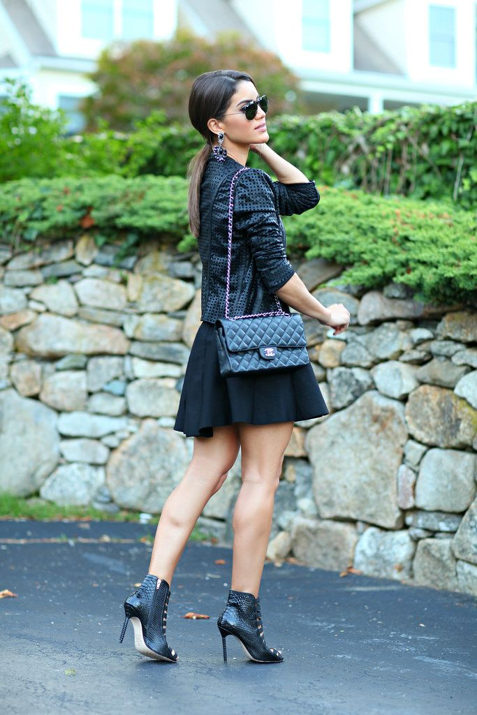 Skirt, Top and Jacket: Kaele / Shoes: Luiza Barcelos / Purse: Chanel / Sunglasses: Ray Ban / Earrings: Pri Schiavinato @Camilacfcoelho