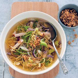 Recept  NONO - Chinese koolsoep met kip - Allerhande 1/14; geen superrecept,  de smaak zou beter kunnen en die Soubry eiermie is toch niet zo lekker, Conimex heeft ook eiermie, misschien is die beter