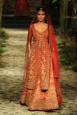 <3 the collection! Tarun Tahiliani opens India Bridal Fashion Week | Vogue INDIA