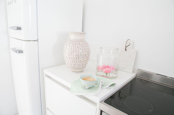 Küche * SMEG Kühlschrank weiß - weiße Arbeitsplatte von Lechner