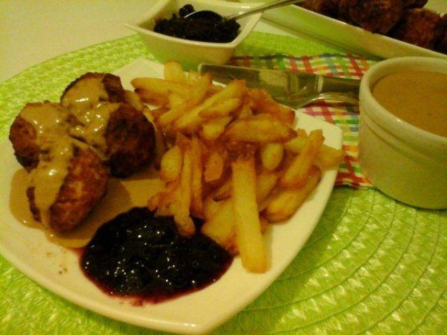 Svéd húsgolyók vörös áfonyadzsemmel és barnamártással… http://mediterran.cafeblog.hu/2015/10/30/ikea-s-sved-husgolyok-voros-afonyadzsemmel-es-barnamartassal/