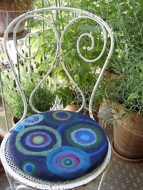 holofernes' Op Art needle felted chair pad