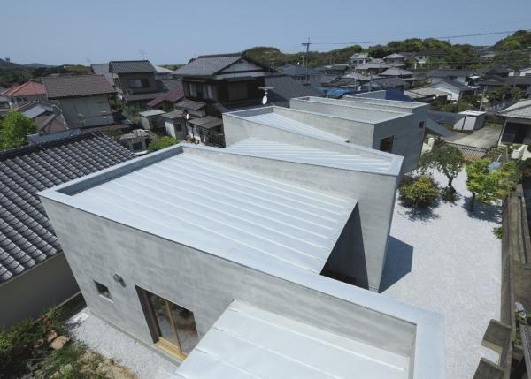House with a Wall - Masao Yahagi Architects