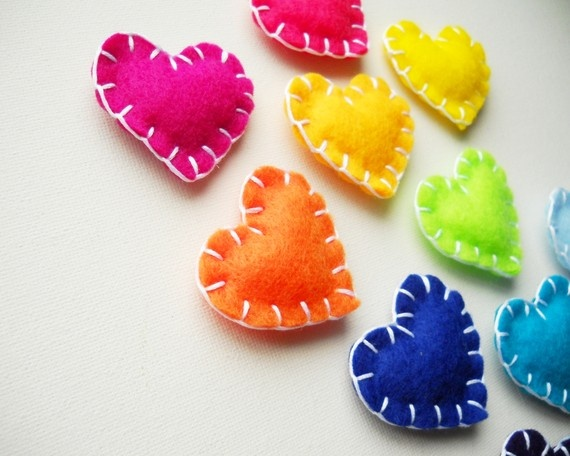 Heart magnets.: Magnets Colors, Fun Colorful, Parties Favors, Felt Magnets, Colorful Heart, Colors Heart, Felt Heart, Fun Colors, Heart Magnets