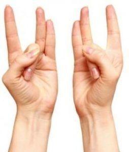 Het mag misschien wel vreemd klinken maar volgens een aantal yogapraktijken ligt de sleutel tot innerlijke vrede in je handen. Dit is het resultaat van de energie die door ons