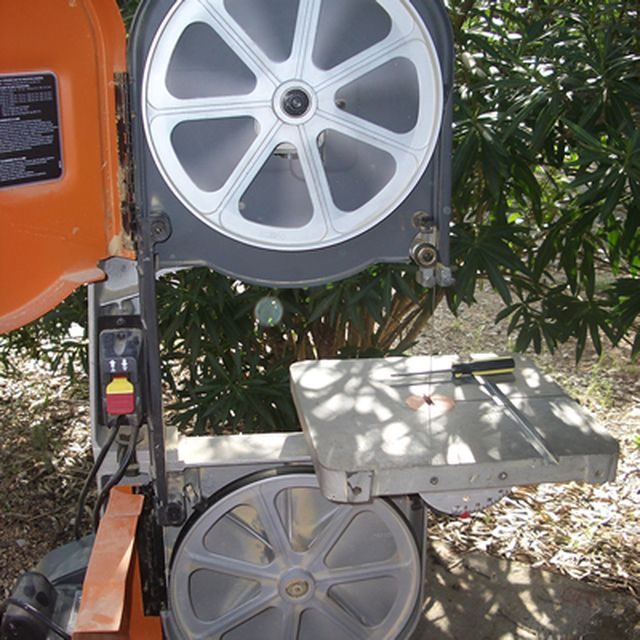 How to Change Band Saw Blades: Test the Band Saw Blade Tracking