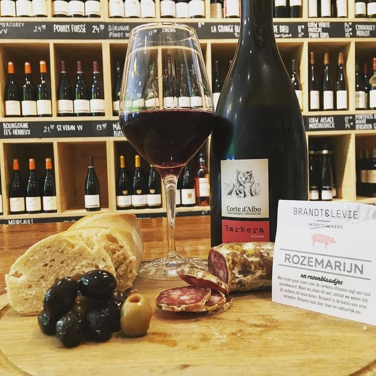 Vers binnen gekregen Corte d'aibo gemaakt van de Barbera druif. Mousserende wijn uit Italië fris zacht rood fruit heerlijk! Staat vandaag en morgen open om te proeven!