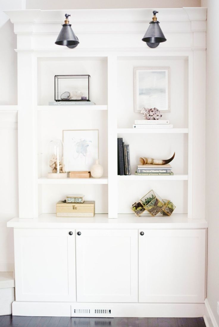 Shelfie goals! Photography: Doreen Corrigan - doreencorrigan.com   Read More on SMP: http://www.stylemepretty.com/living/2017/05/17/5-designer-tips-for-styling-your-shelves-like-a-pro/