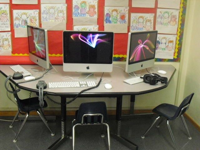 Classroom Computer Station Picture,could possibly use kidney shaped table