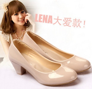Trabajar zapatos! zapatos de color nude redondo solo dedo medio cómodos zapatos zapatos de los infiernos-en pequeñas gruesos tacones bajos superiores de las mujeres zapatos de las bombas de Zapatos en Aliexpress.com