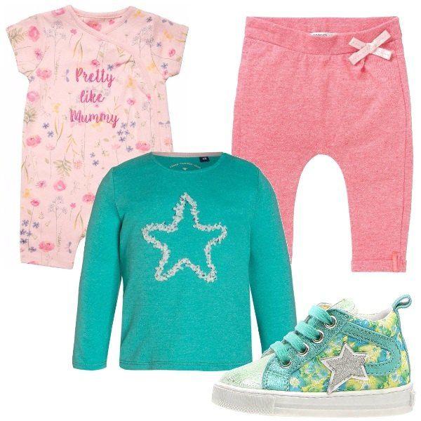Body manica corta rosa, leggings rosa con fiocchetto, maglia maniche lunghe in cotone verde con stellina, scarpine primi passi verdi che riprendono nel dettaglio la stella della maglia.