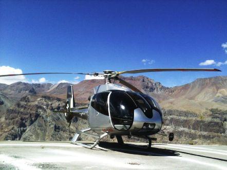 """Con su helicóptero EC 130 B4 conocido como """"Eco Star"""" debido a su compatibilidad ecológica y a su bajo nivel sonoro considera como objetivo prioritario el proponer a sus clientes prestaciones de tipo VIP con la mayor seguridad y el mayor confort posibles."""