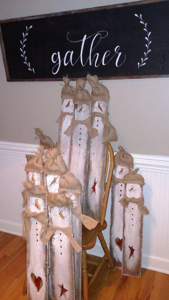 J'ai trouvé ces dirty boyz scrappine derrière une grange en Caroline du Nord. Certains sont membres de la bande de bois de palette et certains sont membres de la grange bois Boyz. lol... Le Gang de palette est en bois lamelle large et viennent avec une étoile ou un coeur. Ils sont de taille plus standard que les autre boyz (environ 38 pouces de haut). Les gars de grange en revanche sont un peu plus irréguliers en hauteur et en grain (entre 28 pouces de haut et 36 pouces). Les deux sont un…