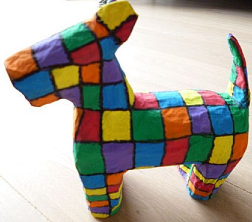 Sinterklaas knutselwerkje Hond maken. Een heel leuke surprise voor de hondenliefhebber en de kunstliefhebber. Maar kleuren aanpassen kan altijd dus echte hondenkleuren kan ook!