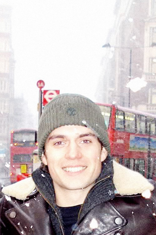 Snowing in London & Henry in a woolie?!! YES PLEASE!