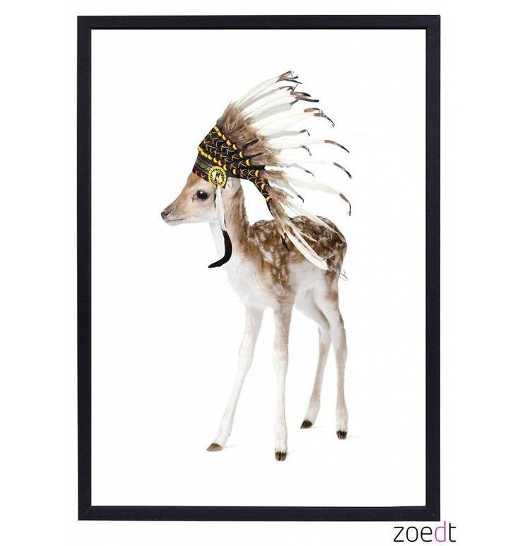 Met deze lieve poster van een hertje met indianentooi vrolijk je elke kinderkamer op!
