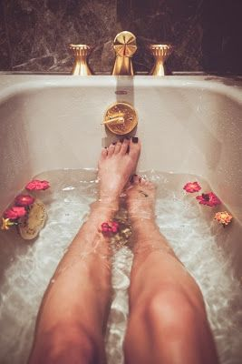 Most health gurus suggest cleansing your body before and after the holidays. If strict diets and juice cleanses aren't your cup of tea, did you know you can detoxify your body while bathing???... Luxurious Spa Trends: Detoxifying Salt Baths from Bathroom Bliss by Rotator Rod