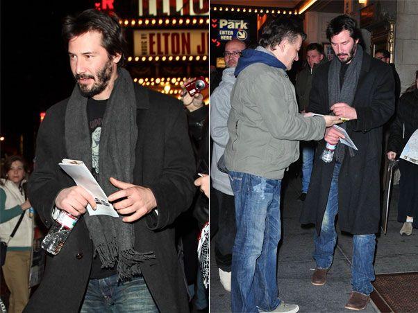 EGO - NOTÍCIAS - Keanu Reeves é assediado por fãs em ida à Broadway