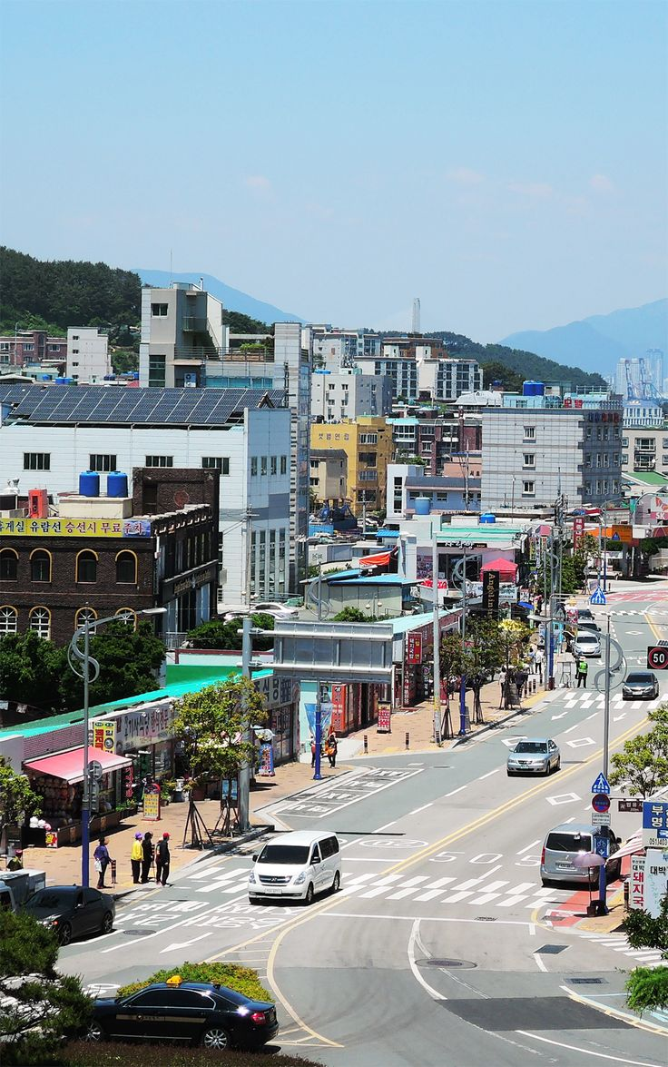 Busan is a city with many faces. It can be laidback and exciting, rustic and cosmopolitan. Depending on what you want to experience, there's a Busan neighborhood perfect for your personality and preferences. Check out this neighborhood guide and find out where to stay when in Busan.