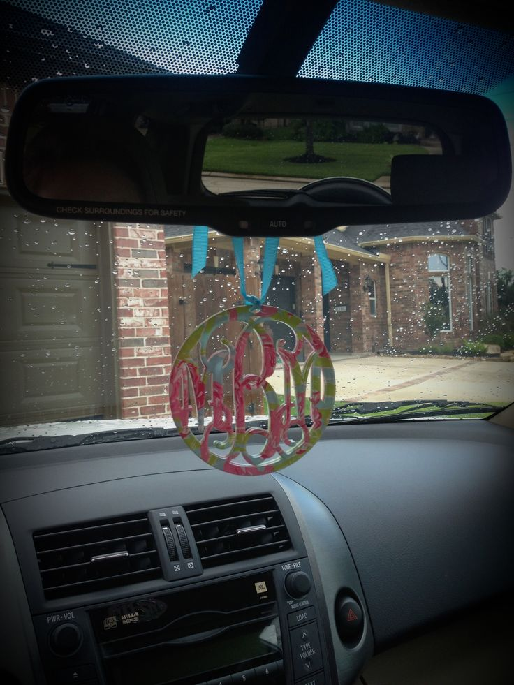Lilly monogram....why have I never though of putting one here?!