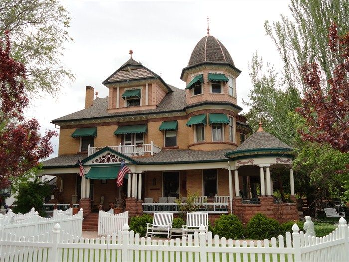 George Carter Whitmore Mansion - Nephi, Utah We lived in this house around 1971-72