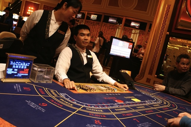 how to play baccarat vegas