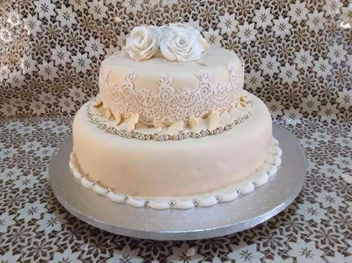 L'eleganza, l'equilibrio e la semplicità... Torta realizzata per un 25esimo anniversario di matrimonio...