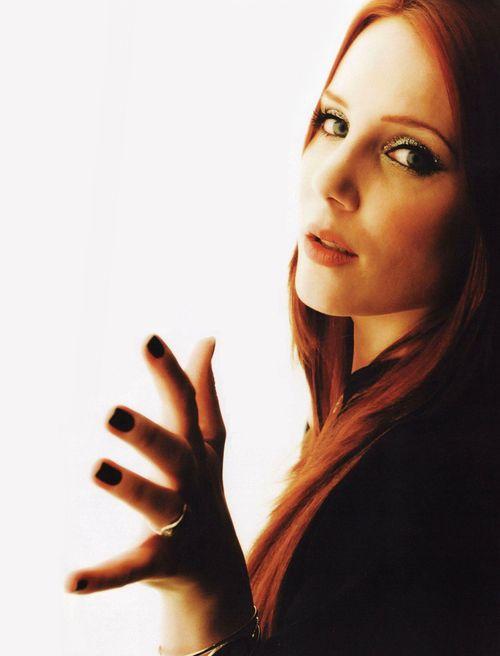 Simone Simons singing Epica.