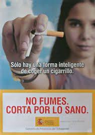 He elegido esta imagen porque me parece muy realista: si coges un cigarro que sea para romperlo. Nos advierte de que fumar mata.