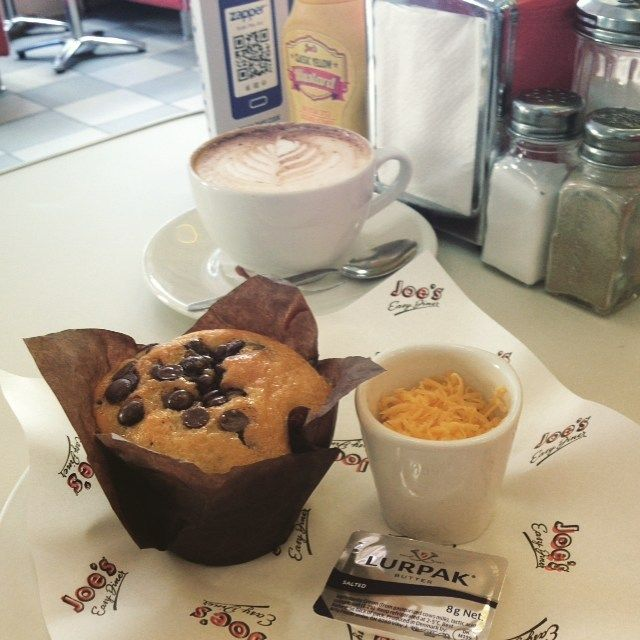 Muffin & Cappuccino at Joes