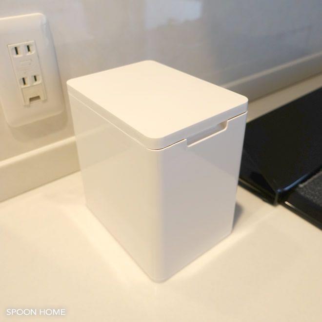 白が人気 ニトリ ダストボックスプリート の収納アイデアをブログでレポート 収納 アイデア ニトリ 収納 キッチン 無印良品の家