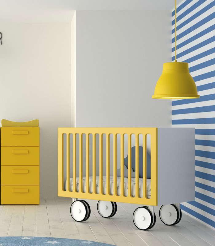 Adapta la habitación de tus hijos conforme ellos crecen. Cuna con ruedas y…