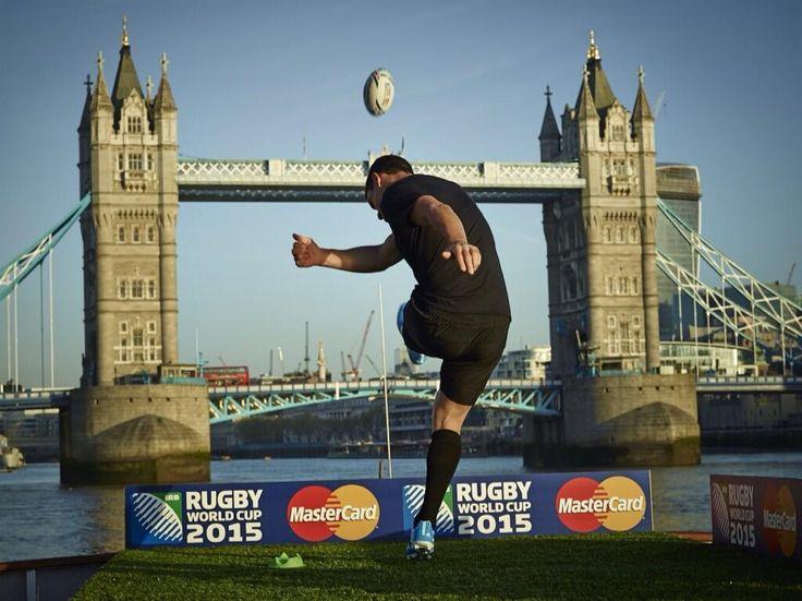 Dan Carter donne le coup denvoi du partenariat MasterCard à la Coupe du Monde de rugby 2015
