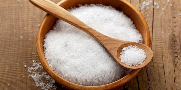Veja aqui algumas dicas para fazer uma faxina usando sal! Sim, isso mesmo: sal: para lavar roupa, limpar manchas, panelas, etc.!