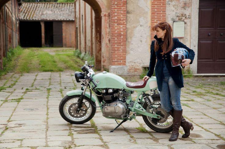 MOTOGUXXI: Cafe Racer Girl
