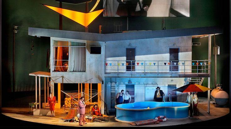 L'escenografia teatral és l'encarregada de fornir l'escena, de dissenyar un 'lloc' on s'hi pugui esdevenir l'acció dramàtica.