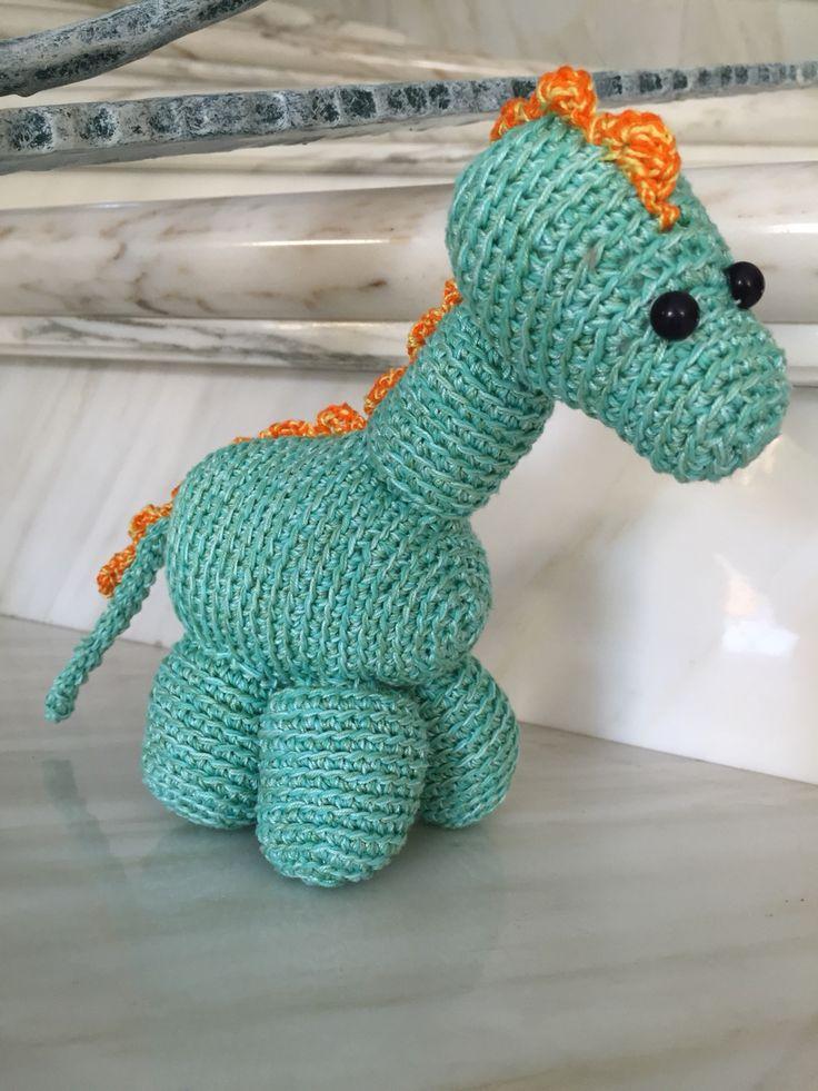 Dynos! Dinosauro fatto all'uncinetto.