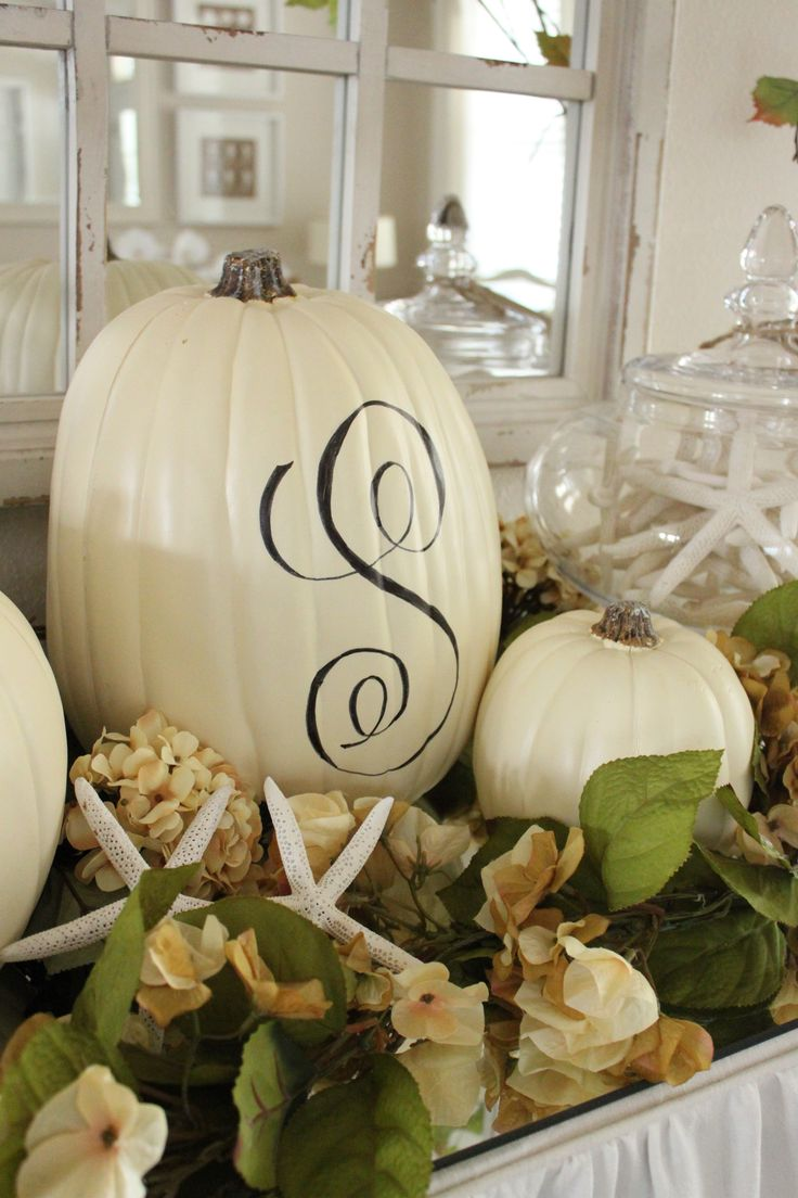 Coastal Fall Decor in the Entry - Starfish Cottage