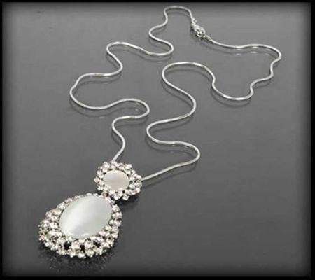 Srebrny naszyjnik z mlecznymi kamieniami