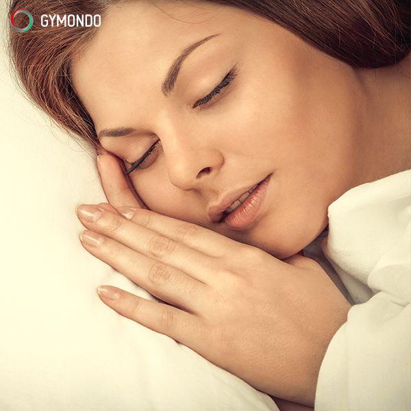 7. Ausreichend schlafen – Wer sich nur 5 Stunden Schlaf oder weniger in der Nacht gönnt, der hat ein 50% erhöhtes Risiko übergewichtig zu werden. Denn der Körper schüttet weniger Leptin aus, das den Appetit auf natürliche Weise verringert. Gleichzeitig wird mehr Ghrelin produziert: Das Hungerhormon schlechthin. So hast Du bei Schlafmangel mehr Appetit und Hunger. Achte also darauf, dass Du etwa 7-8 Stunden Schlaf bekommst. || Schlank in 10 Wochen >>> https://www.gymondo.de/schlank/