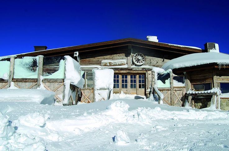 Cielo azzurro e bianco della neve, un quadro! Rifugio La Roda  #rifugitrentino #paganella #andalo #trentino