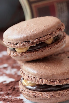 Snickers Macarons-Copyright©Tartelette 2008Macarons Copyright Tartelette, Beautiful Macaroons, Desserts Anyone, 2008 Food, Snickers Macaronsmust, Cookies Macarons, French Macarons, Sweets Yummy, Macaroons Recipe