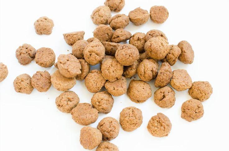 Maak zelf vegan spelt pepernoten zonder geraffineerde suikers of chocolade pepernoten met rauwe cacaopoeder. Een stuk gezonder dan de pepernoten uit de supermarkt.
