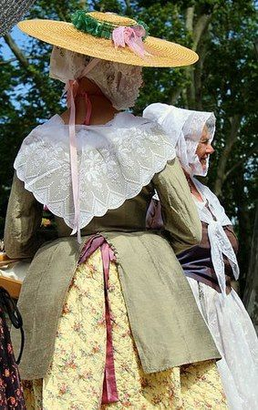 Costume traditionnel provençal - Explore the World with Travel Nerd Nici, one Country at a Time. http://TravelNerdNici.com