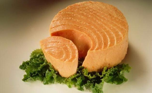 Una porción de #atún en lata aporta 116 calorías. Además de tener propiedades nutritivas y benéficas para la salud... ¡es un buen alimento para hacer #dieta o mantenerse en línea! #dietamediterranea