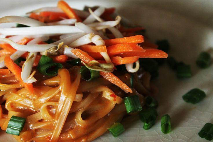 Healthy Gluten Free Dinner Recipe//Thai Noodle Salad