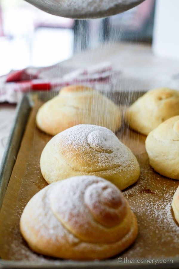 Pan de Mallorca!!! Yummy #PUERTORICANBREAD The Noshery | Mallorca Bread: Soft Puerto Rican Sweet Bread Rolls | http://thenoshery.com
