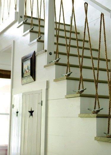 nautical+indoor+railings+and+banisters | Enroulée autour d'une lampe bon marché, la corde de bateau devient ...
