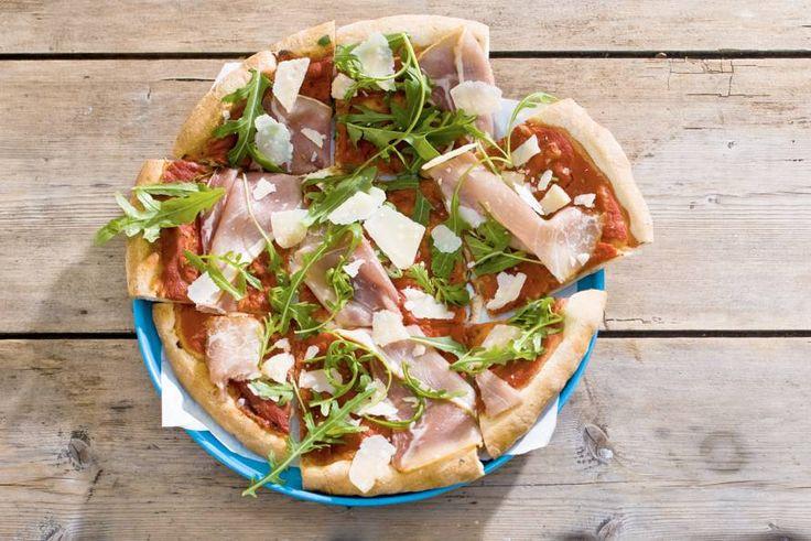 Kijk wat een lekker recept ik heb gevonden op Allerhande! Pizza rauwe ham en rucola